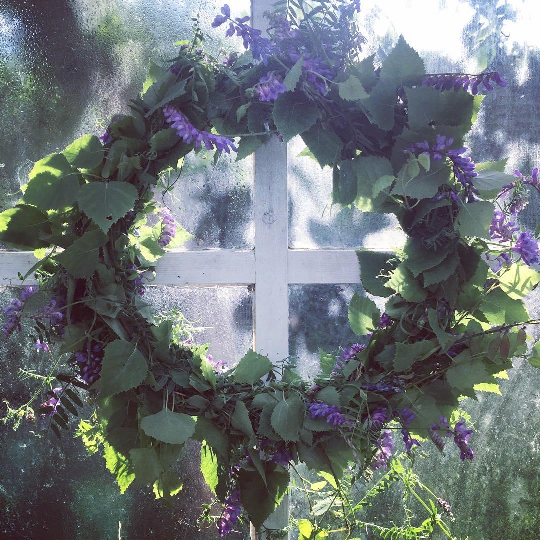 Midsommardagskrans  summer wreath midsommarkrans diy Continue reading rarr